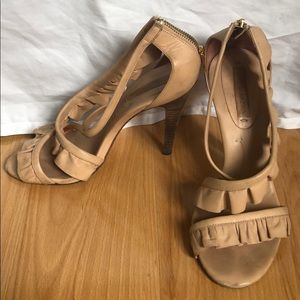 BCBGMaxAzria sz 9.5 leather ruffle tan heeled shoe